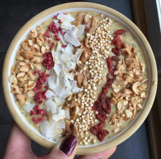 sund smoothie bowl med ingefær