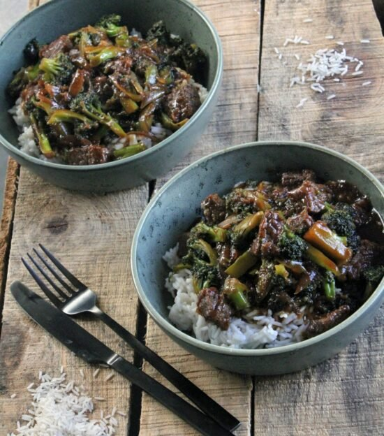 broccoli og oksekød
