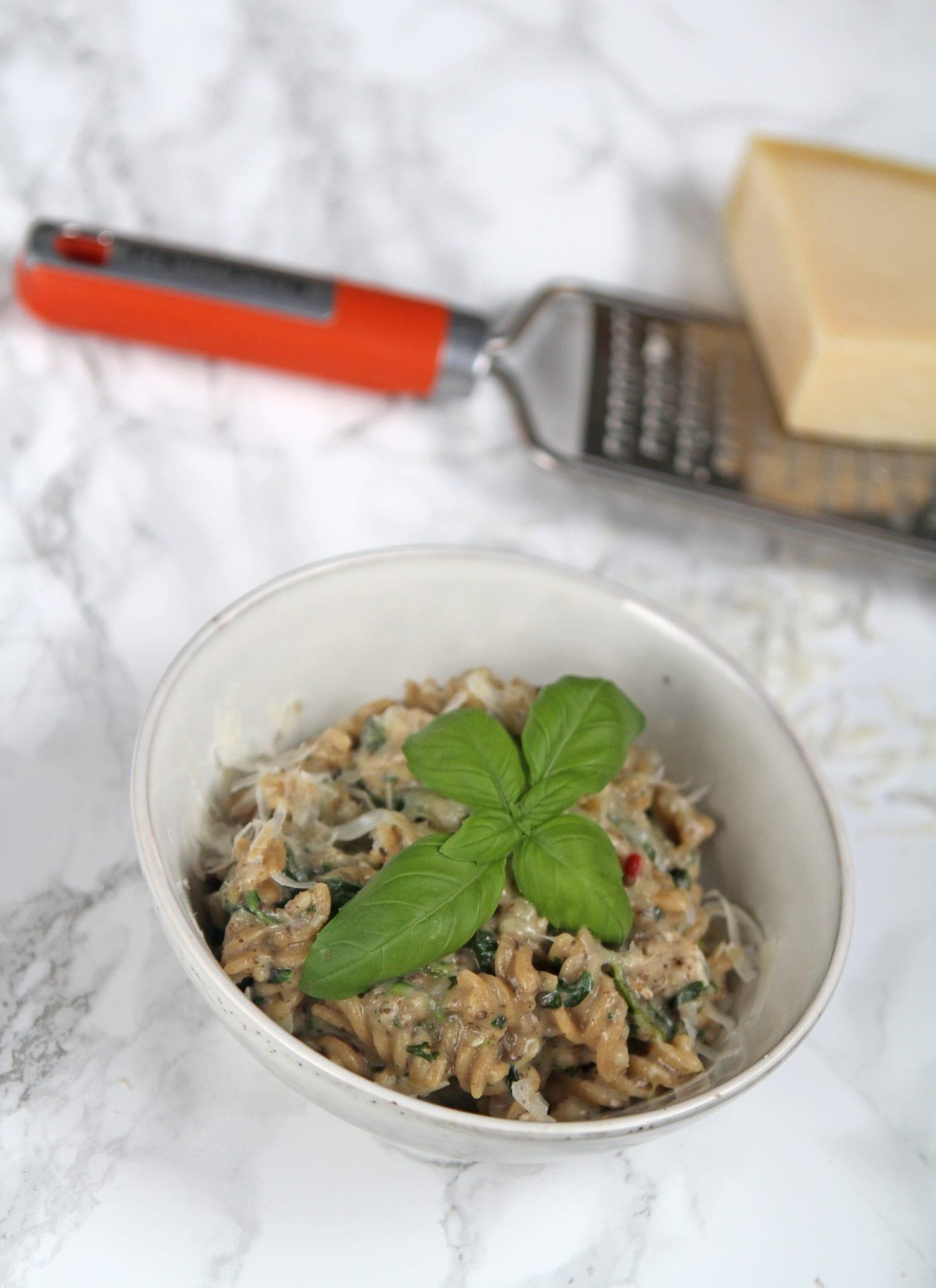 IMG 6233 One pot pasta med svampe, kylling og spinat