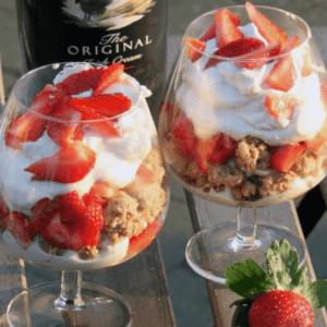 Sommer dessert med Baileys og jordbær