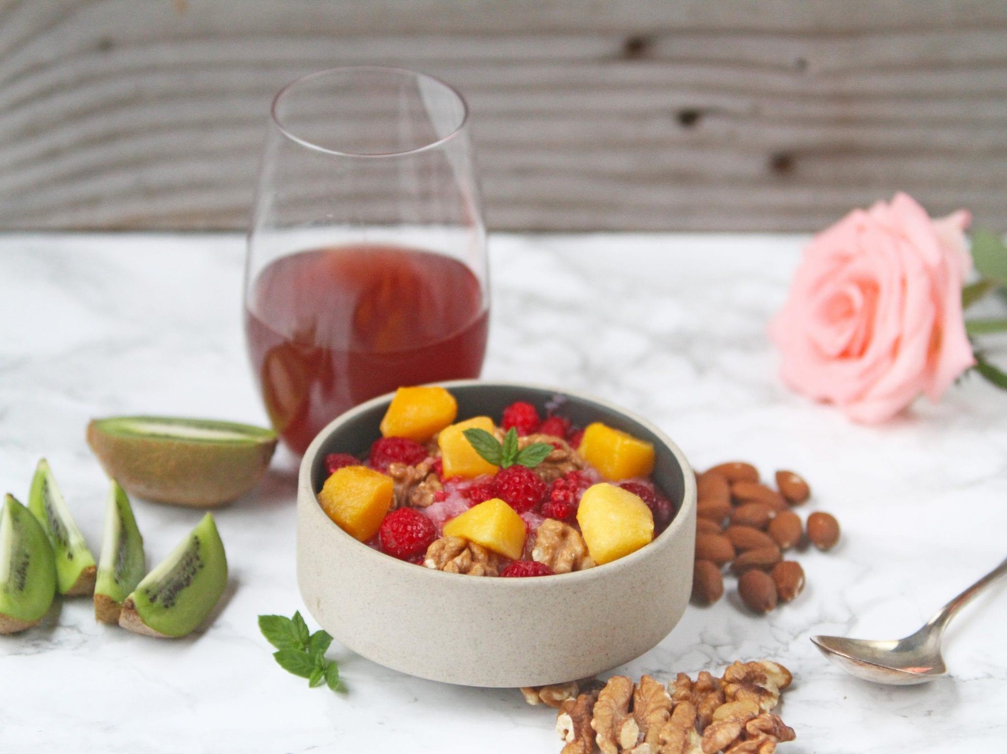 Quinoagrød med mango og hindbær - glutenfri