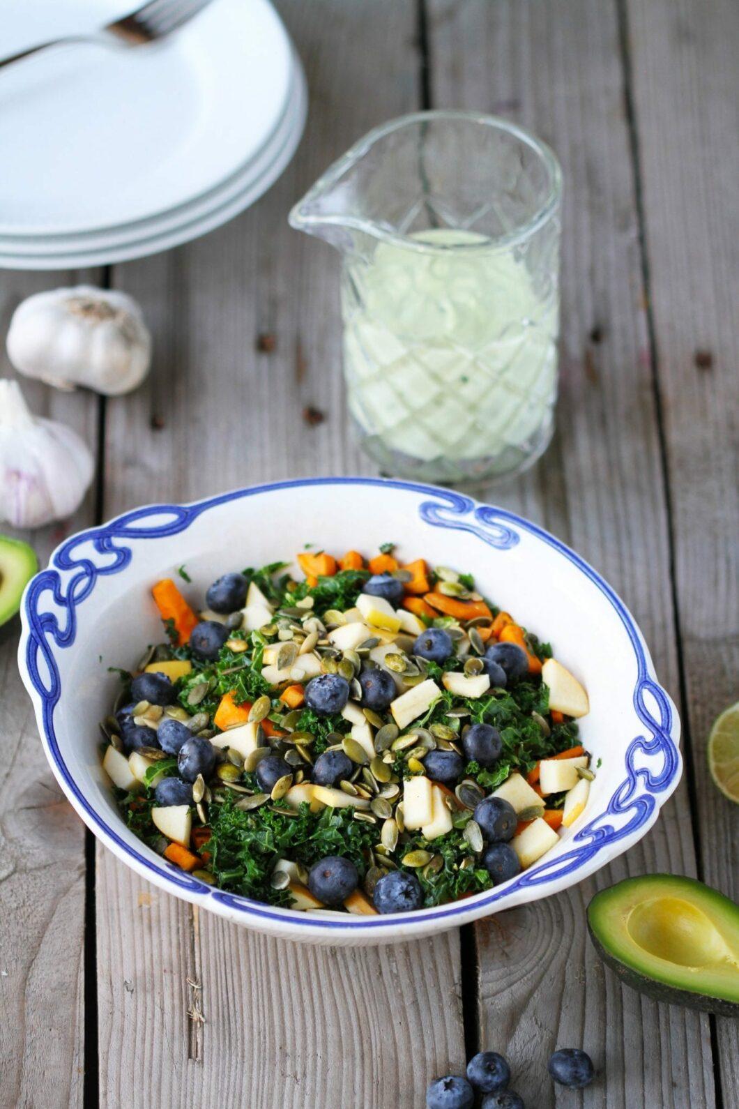 kålsalat med avokado dressing