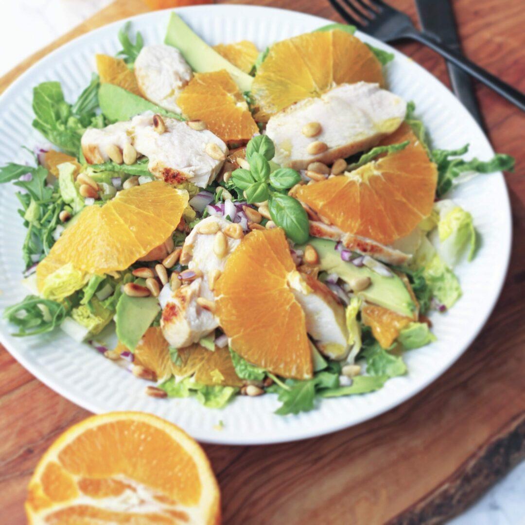 salat med appelsiner, avokado og kylling