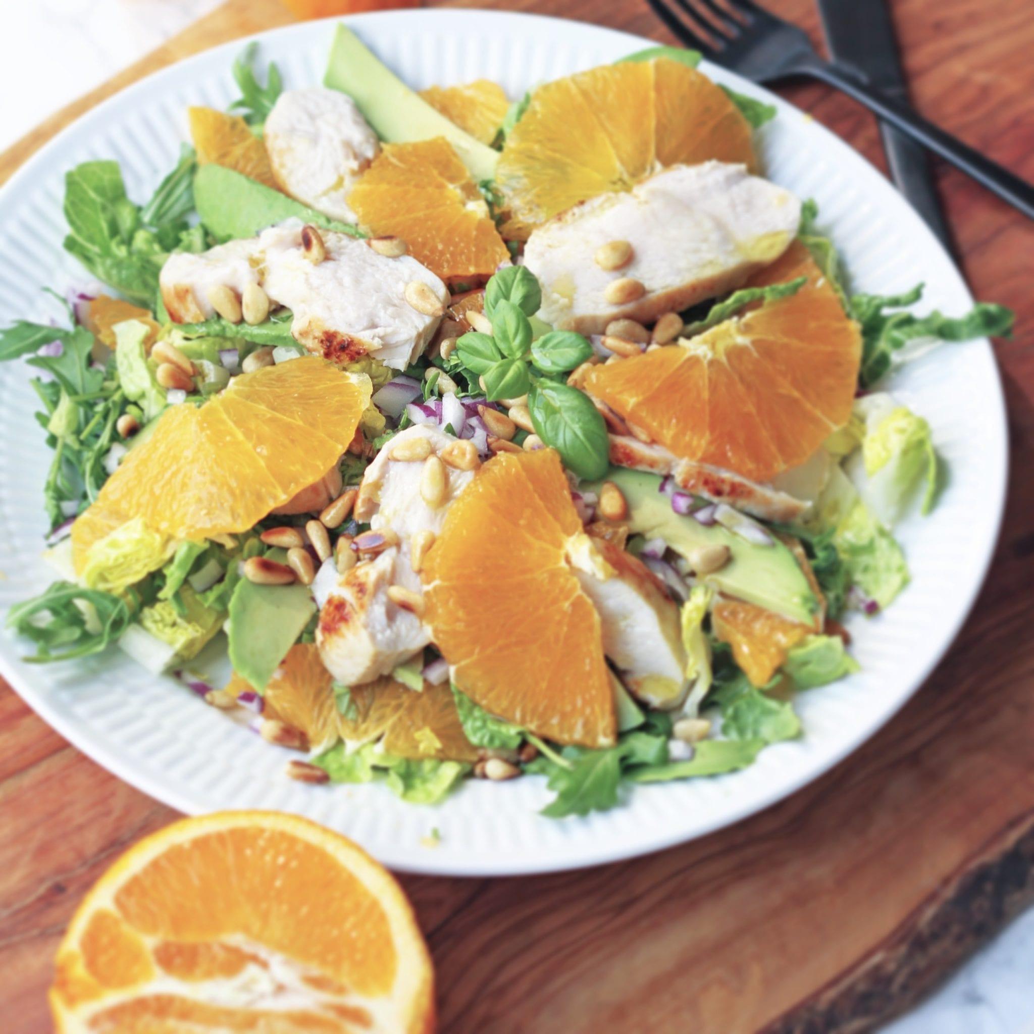 Sommer salat med appelsin, avokado og kylling
