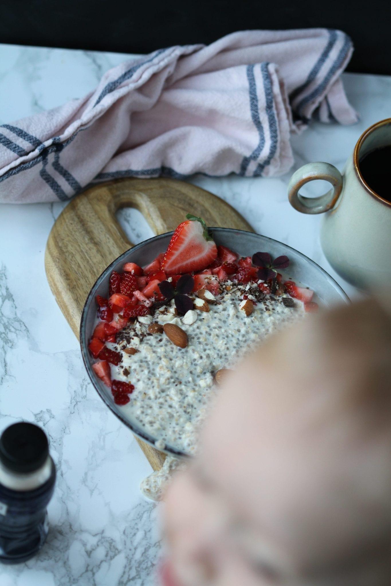 Overnightoats med lakrids og jordbær