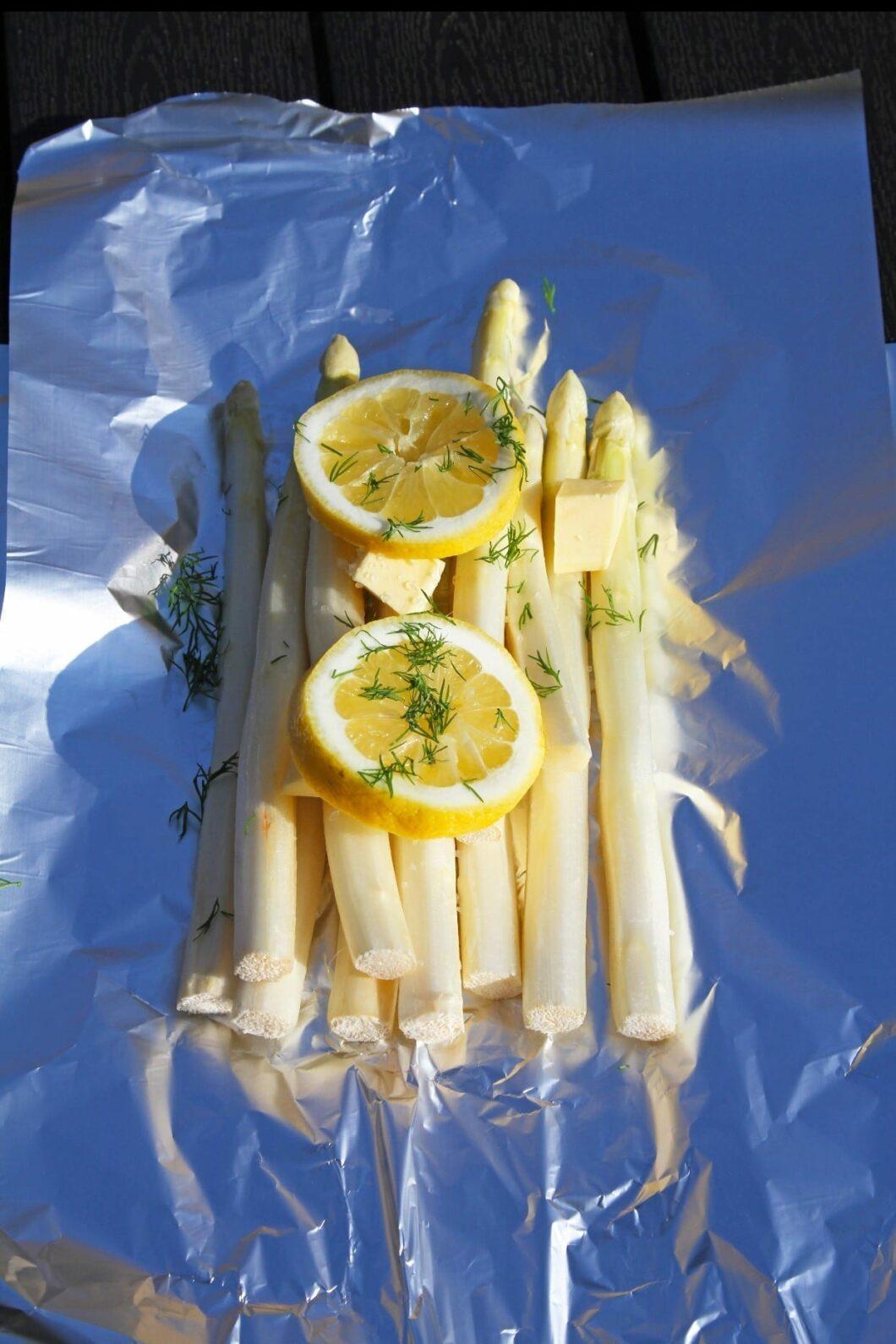 Grillet hvide aspargs