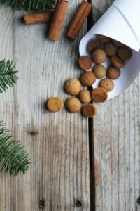 pebernødder på siden med brunkager