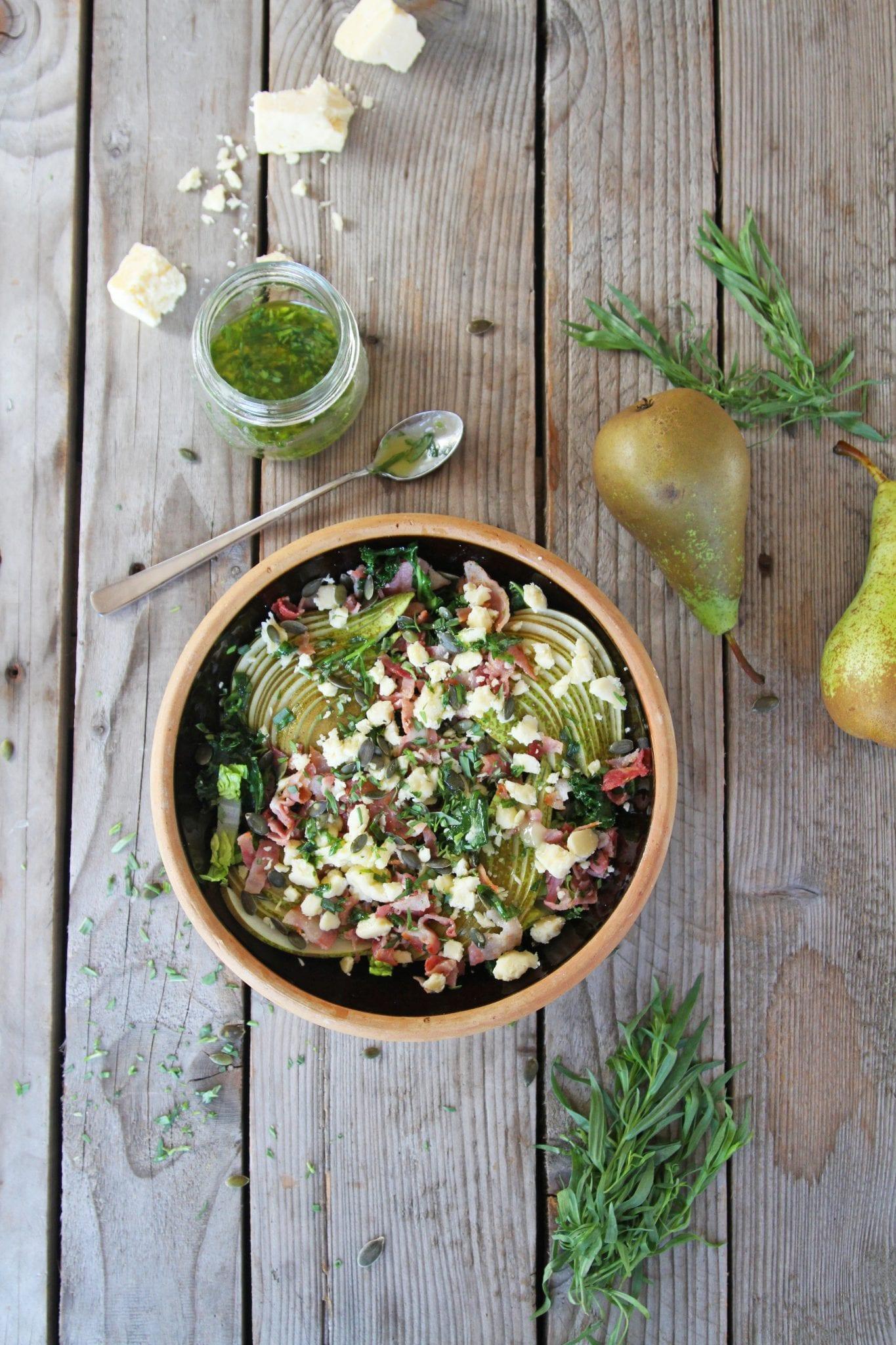 efterårssalat Skøn efterårssalat med grønkål, pære og estragon