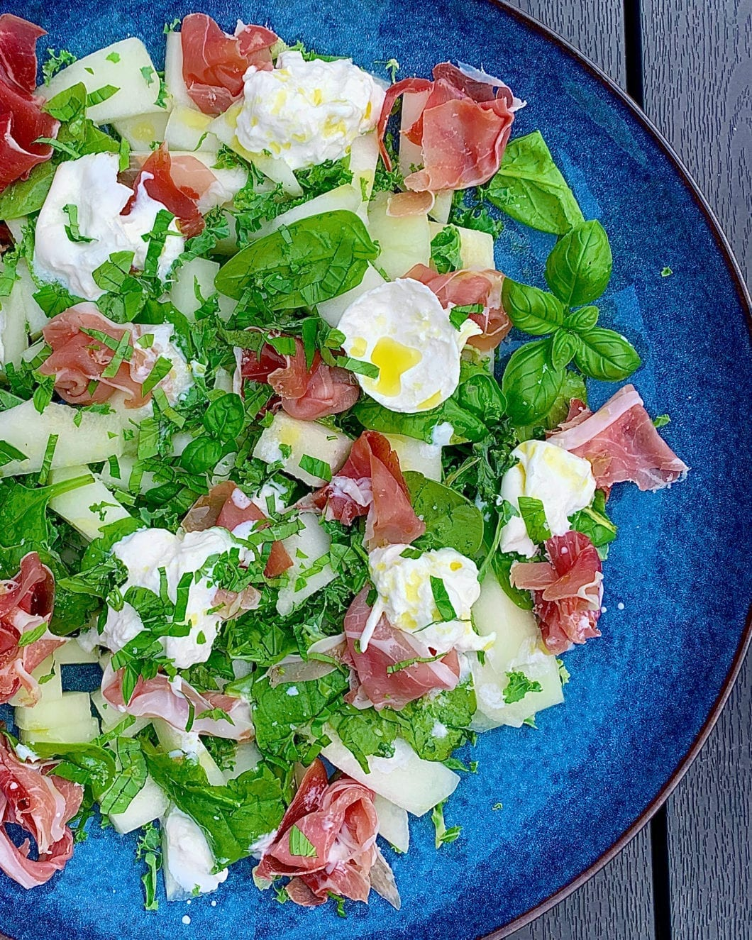 Melon salat med serrano skinke og burrata