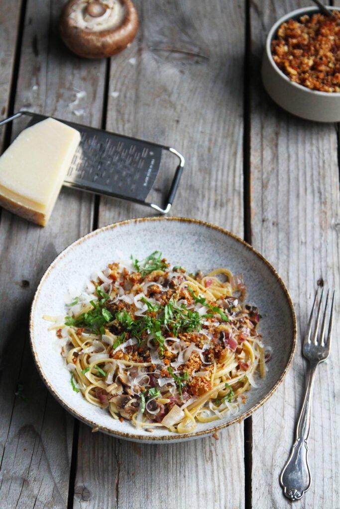 Pasta med portobello og serano brødcrumble